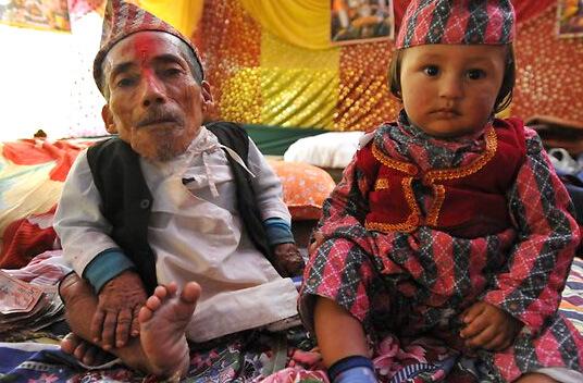 Самый маленький человек в мире - Чандра Бахадур Данги