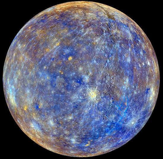 Меркурий - самая маленькая планета в нашей солнечной системе. Самое четкое изображение Меркурия сделано NASA по время миссии Messenger. Цвета специально более насыщены.