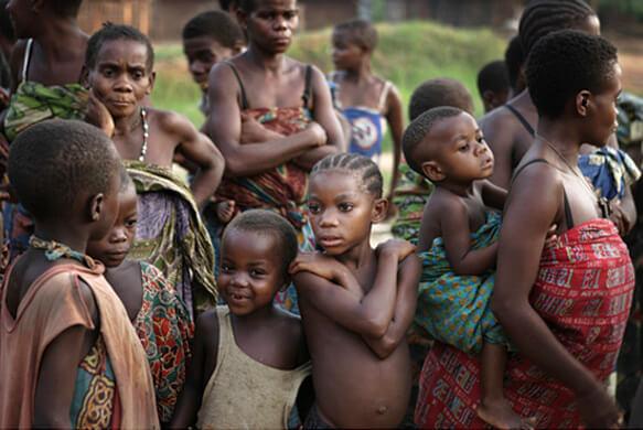 Самые маленькие (низкорослые) люди в мире - Пигмеи. Племя Мбути в лесу Итури, Конго. Photographer: RANDY OLSON/National Geographic Creative