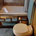 Самые маленькие дома мира.Домик площадью 26 кв.м. в японском стиле, США, Аврора. Санузел с джакузи.