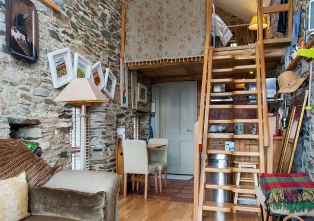 Маленький каменный дом в Ирландии.