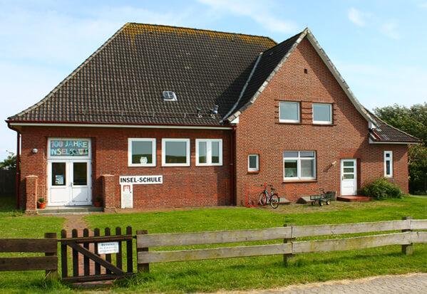 Самые маленькие школы в мире. Школа на острове Нойверк в Северном море.