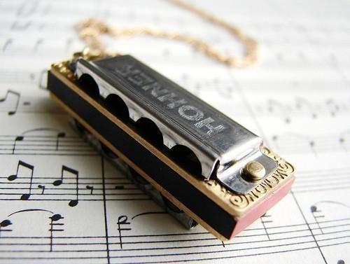 Самые маленькие музыкальные инструменты. Топ-10. Губная гармошка под названием «Little Lady»