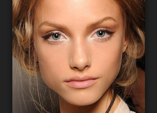 Правильная техника макияжа для маленьких глаз
