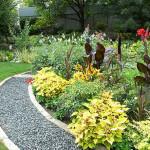 Дизайн маленького сада. Оформление грядок и дорожек.