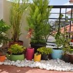 Дизайн маленького сада. Цветочные горшки для сада.
