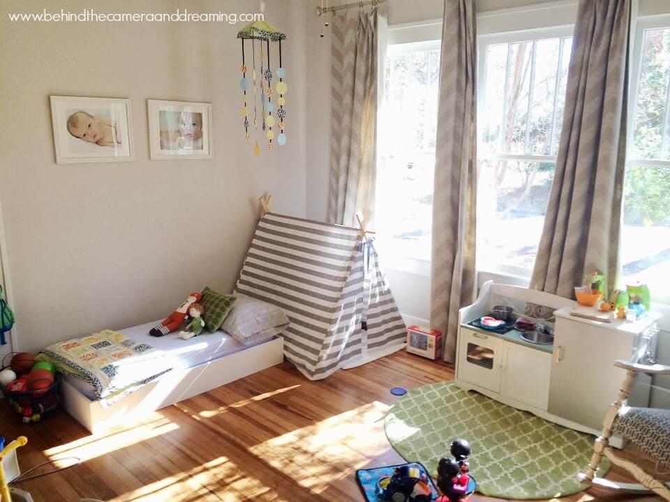 Маленькая детская комната. Идеи дизайна. Комната для мальчика в бежевых тонах.
