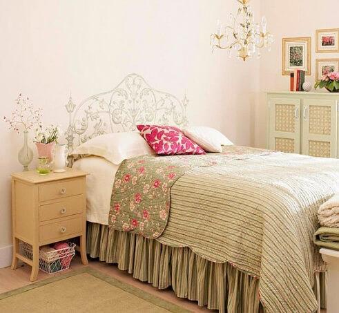 Рисунки в спальне. Изголовье кровати. Маленькая спальня. Интерьер и дизайн маленькой спальни. Идеи и декор.