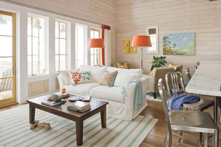 Маленькая гостиная. Идеи дизайна и интерьера. Гостиная - кухня в теплых пастельных тонах.