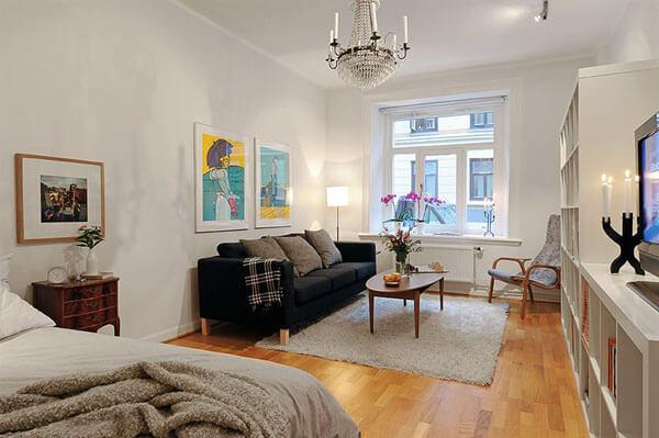 Маленькая гостиная. Идеи дизайна и интерьера. Гостиная-спальня в светлых тонах.
