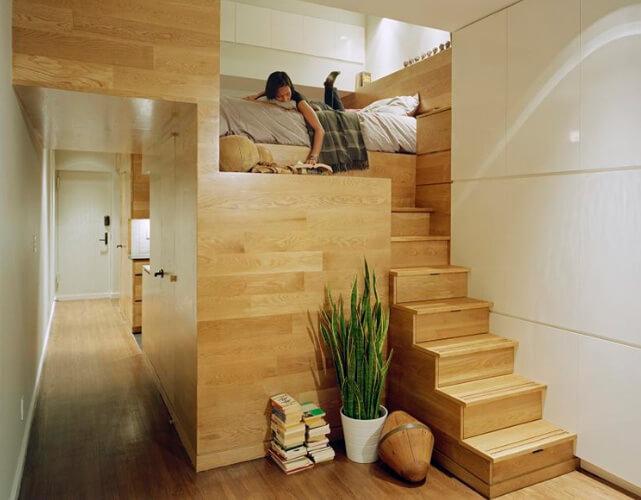 Дизайн, интерьер и отделка маленьких и самых маленьких квартир. Спальное место на подиуме.