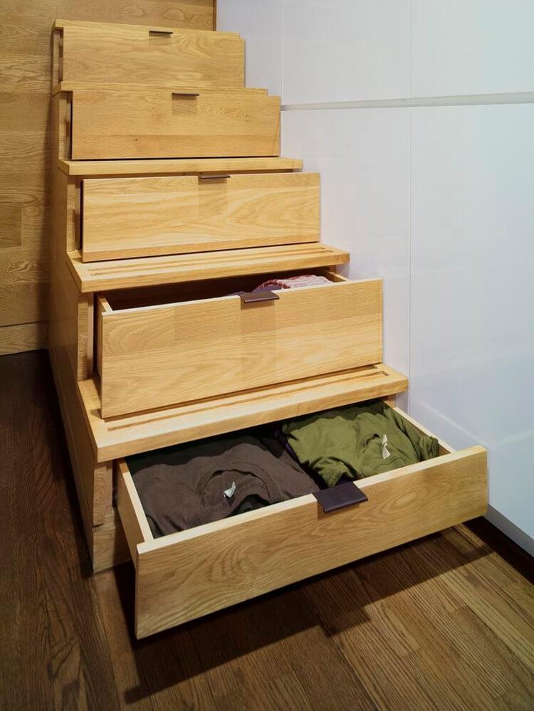 Дизайн, интерьер и отделка маленьких и самых маленьких квартир.Ступени с выдвижными ящиками.