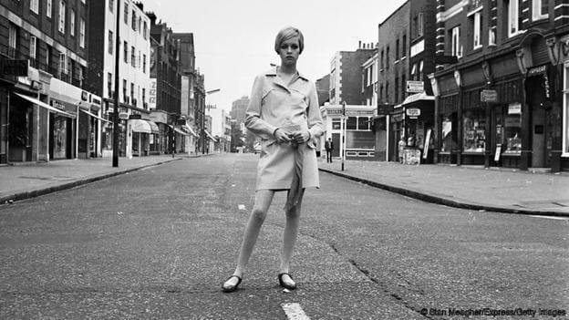 12th June 1966: English fashion model and sixties icon Twiggy in the King's Road, London. (Photo by Stan Meagher/Express/Getty Images)