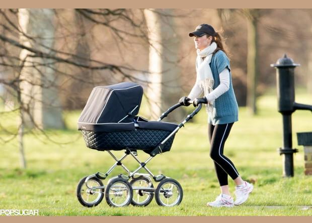 Кейт Мидлтон с коляской для принца Джорджа