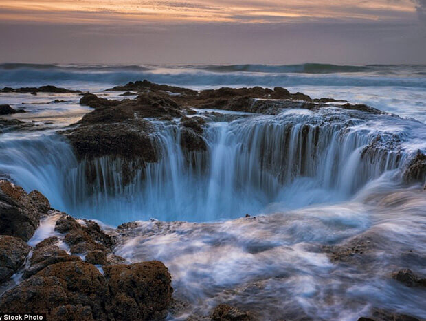 """Воронка в Тихом океане. Около штата Орегон,США. Самый большой в мире океан. Известна под названием """"Колодец Тора"""""""
