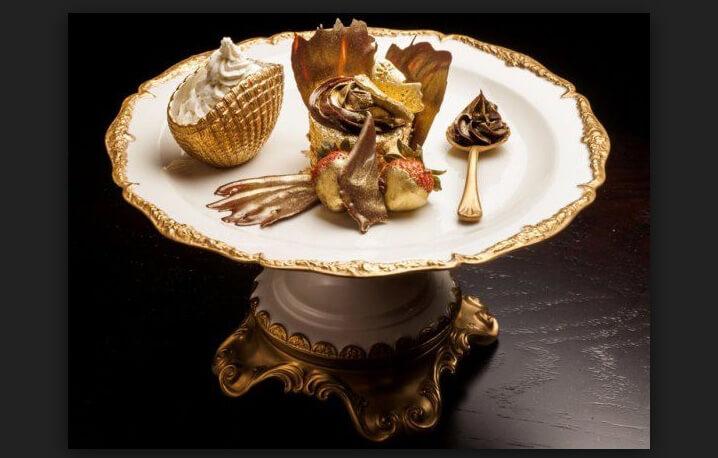Капкейк «Золотой феникс» стоимостью 3,700$. Самые дорогие блюда.