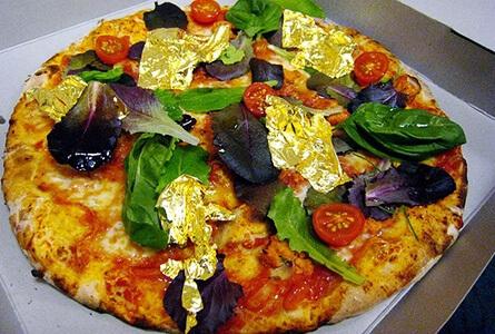 Пицца «White truffle and gold pizza» – 2,420$. Самые дорогие в мире блюда.