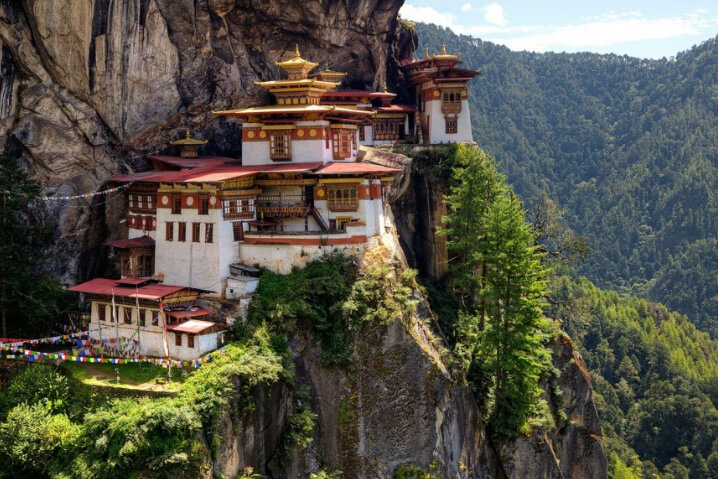 Такцанг-лакханг, королевство Бутан. Taktsang-lhakhang, the Kingdom of Bhutan.