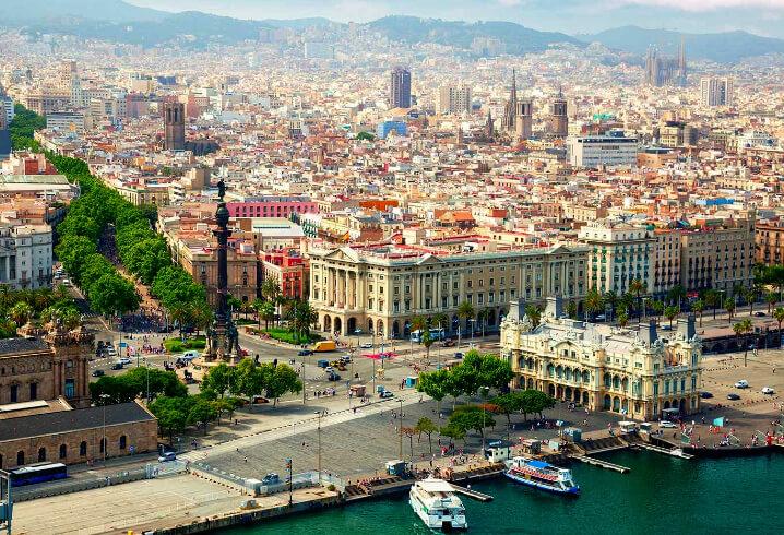 Барселона. Статуя Колумба на колонне и центральная набережная. Саммые красивые города мира.