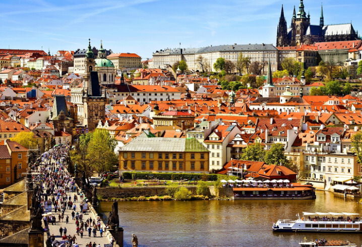 Прага, Карлов мост и вид на старый город. Самые красивые города мира.