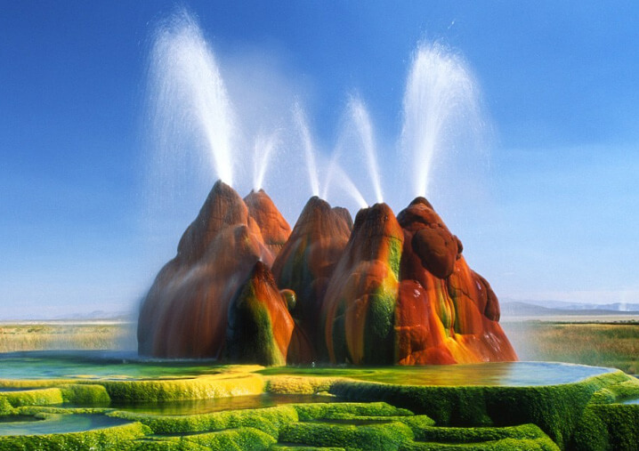 Гейзер Флай в штате Невада. Fly geyser in Nevada