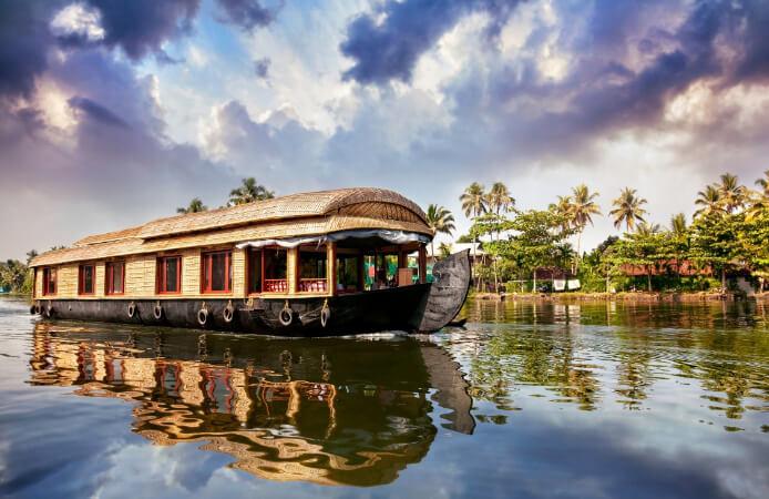 Плавучий дом в штате Керала. Индия. Самые дешевые страны в мире.