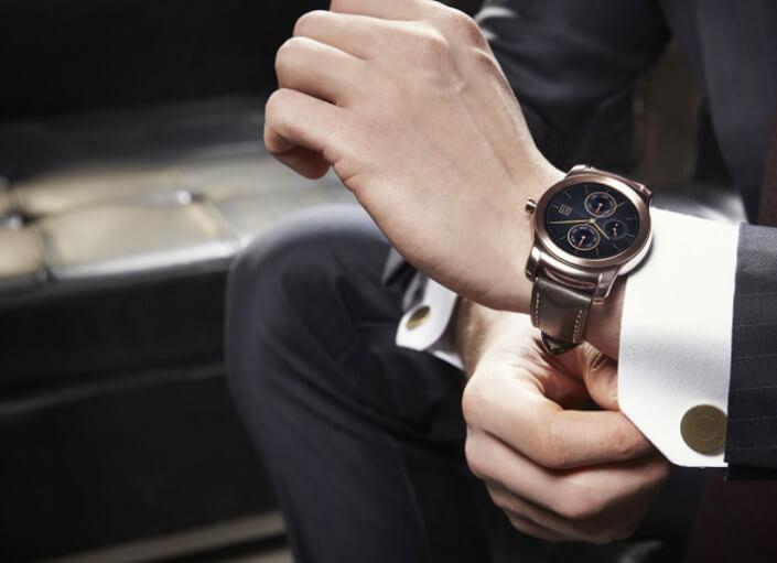 Картинки по запросу мужчина с часами на руке