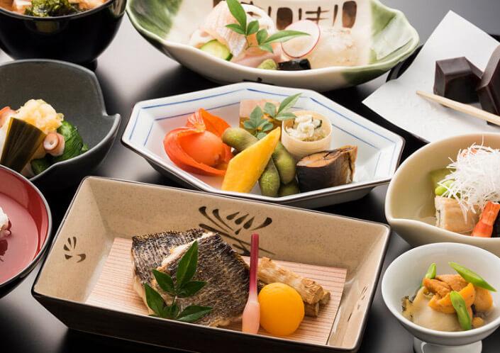 Nippon Airways - ANA трапеза для пассажиров первого класса