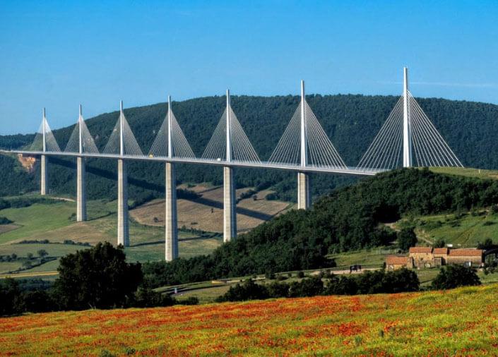 Виадук Мийо́ (фр. le Viaduc de Millau) - 335 метров