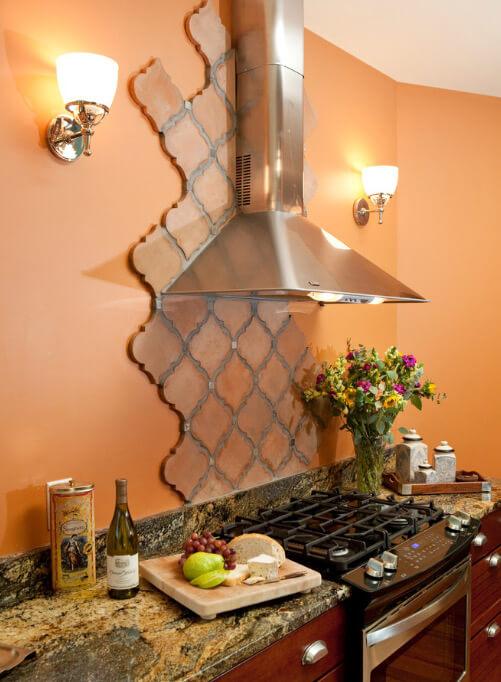 персиковый интерьер кухня